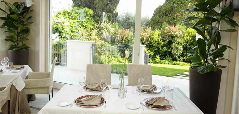 Villa-Rosa-Hotel-Restaurant.jpg